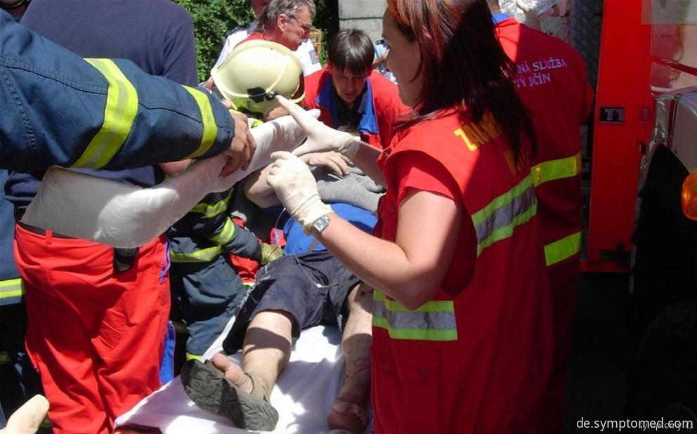 Erste-Hilfe-Leistung bei einem Knochenbruch