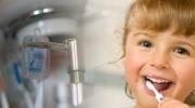 Wie die Kinderzähne pflegen